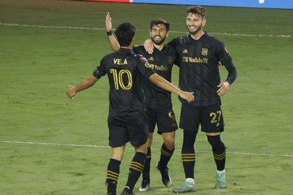 Hernández puso de ejemplo a jugadores que son estrellas en sus equipos como Carlos Vela o Jonathan Dos Santos (Foto: Reinhold Matay/ USA TODAY Sports)