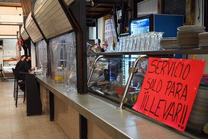 Claudia Sheinbaum señaló que a los dueños de establecimientos se les han ofrecido facilidades ante la crisis económica derivada de la pandemia por coronavirus (Foto: AFP)
