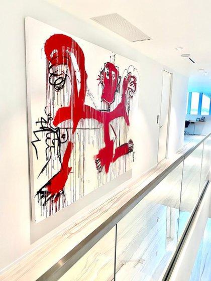 """""""Danza con el Diablo"""", una de las pinturas que están exhibidas en el piso de David Beckham en el One Thousand Museum de Miami"""