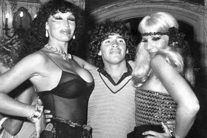 Moria y Susana junto a Diego Maradona