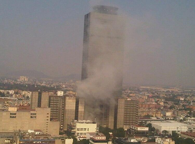 La concentración de gas metano ocasionó la explosión en la Torre Ejecutiva de Pemex en 2013. (Foto: Cuartoscuro)