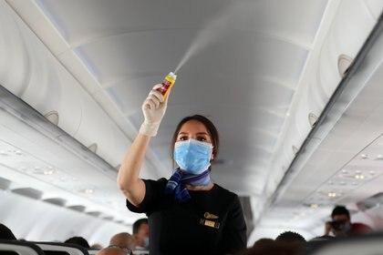 Los filtros HEPA capturan el 99,97% de las partículas en el aire y reducen sustancialmente el riesgo de propagación viral (REUTERS)