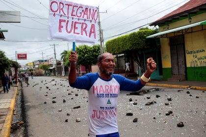 Un manifestante durante las protestas en Monimbo en Masaya(REUTERS/Oswaldo Rivas)