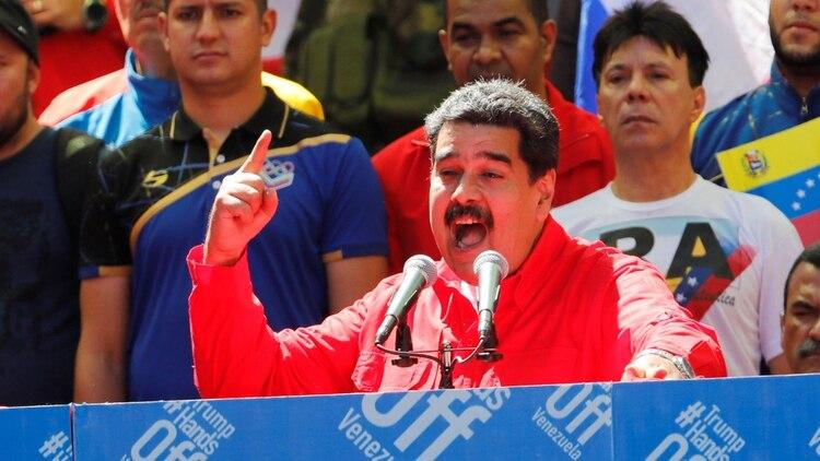 Nicolás Maduro habló en Caracas mientras la oposición intentaba ingresar la ayuda humanitaria por distintos pasos fronterizos (Reuters)