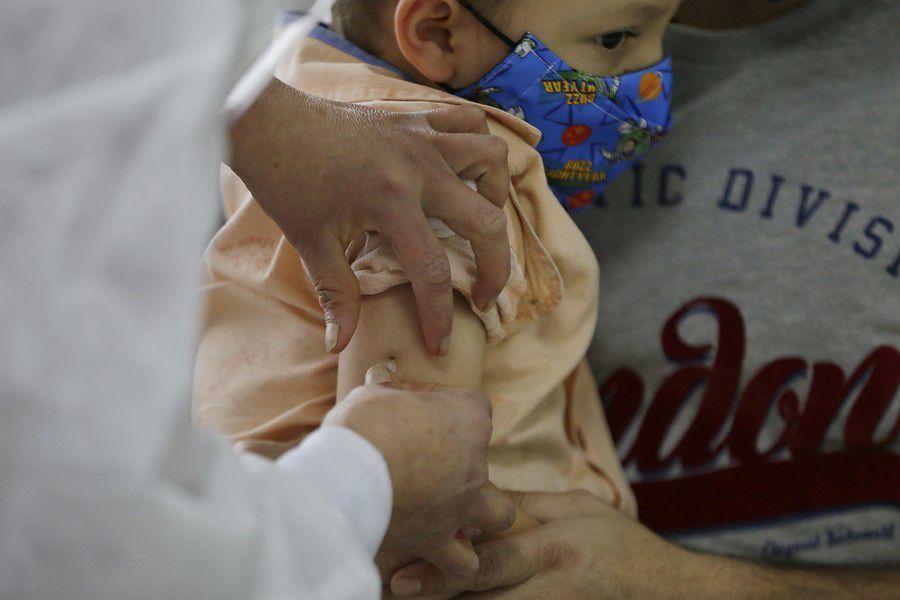 Sociedades científicas en contra de aplicar vacunas contra el covid a menores de 12 años