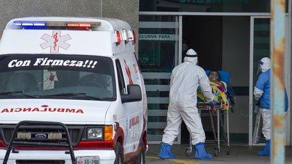 TOLUCA, ESTADO DE MÉXICO, 16DICIEMBRE2020.-  Los Hospitales Del Valle de Toluca operan al 90 por ciento en áreas COVID-19  estando a un paso de la saturación, ante el aumento de contagios por coronavirus en la entidad mexiquense, estando en riesgo de regresar a semáforo rojo si la población sigue sin atender las medidas sanitarias para su cuidado. FOTO: CRISANTA ESPINOSA AGUILAR /CUARTOSCURO.COM