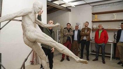 """""""Al que haya hecho la estatua que le van a poner a Don Andrés Iniesta en Albacete tiene cárcel. 🤦♂️🤦♂️🤦♂️"""", escribió el usuario de Twitter @franJRBB"""