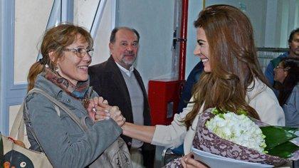 La esposa del presidente saludó a la madre de uno de los pacientes.
