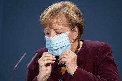 La canciller alemana, Angela Merkel, tras una videoconferencia de la Cumbre de la UE, en Berlín, Alemania. EFE/EPA/ANDREAS GORA