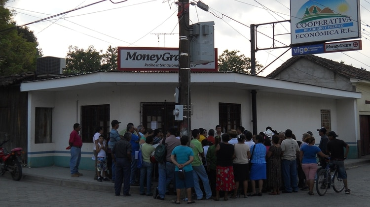 La gente se agolpó frente a la oficina de Caruna en Somoto para reclamar su dinero
