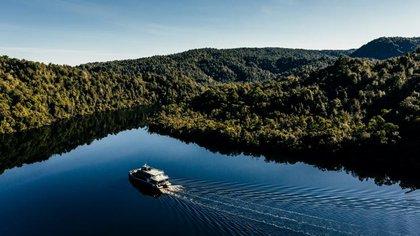 Gordon River Cruises Strahan Tasmania (Tourism Australia)