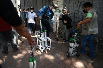 Detuvieron a tres por asalto en local de venta de oxígeno medicinal en CDMX (Foto: AFP / Rodrigo Arangua)