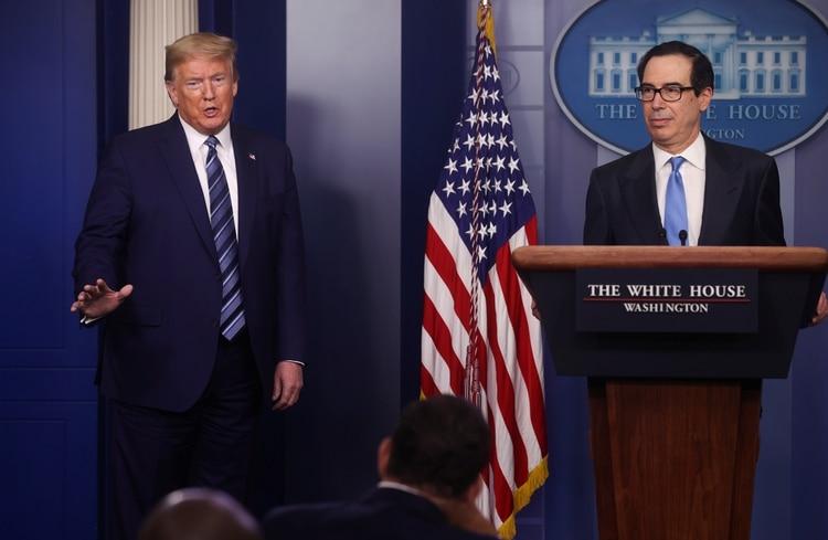 Donald Trump y Steven Mnuchin (Reuters)