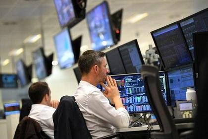 Las acciones y bonos de Argentina marcaron los precios más bajos desde septiembre pasado. (Reuters)