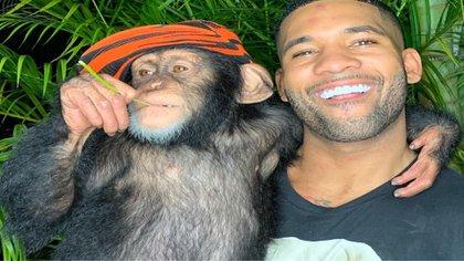 Mike Holston es famoso por difundir contenido donde posa con animales exóticos (Foto: Instagram)
