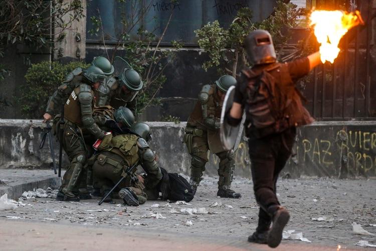 El fuego se volvió recurrente en las jornadas de protesta en Chile (AFP)