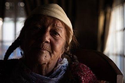 Olga Marcovich pasa la cuarentena cosiendo vestidos para las gitanas de su familia.