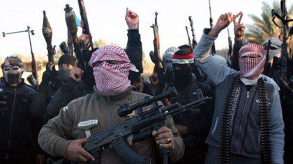Combatientes de Al Nusra, uno de los frentes que luchó en la guerra siria, afiliado a la red Al Qaeda.