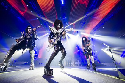 Kiss (DF Entertainment)