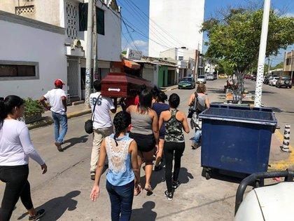 Sonia Bermudez ofrece servicios fúnebres gratuitos a los venezolanos sin recursos.