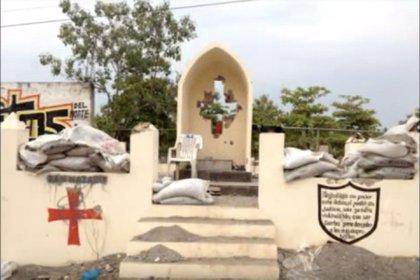 Un altar en honor a Nazario Moreno. (Foto: Captura de pantalla YouTube)