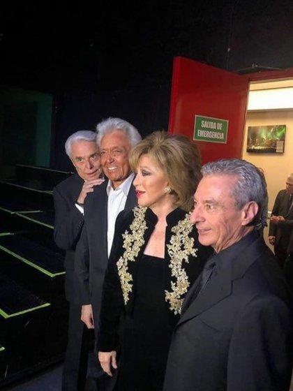 Trabajaron juntos en Juntos por última vez, una gira a lado de Angélica María y César Costa (Foto: @albertovazquezofic/Instagram)