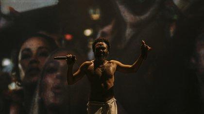 Donald Glover se puso el traje de Childish Gambino y dio un memorable show en el viernes de Lollapalooza Chicago