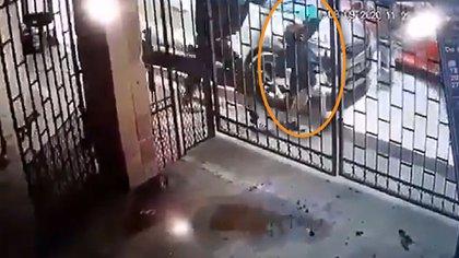 Uno de los sujetos fue vinculado con otro crimen, donde una persona fue privada de su libertad (Foto: Captura de pantalla)