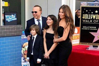 Mateo, de 8 años, a la izquierda en la fotografía, es el segundo hijo que tuvieron Thalía y Tommy Mottola (Foto: Instagram Tommy Mottola)