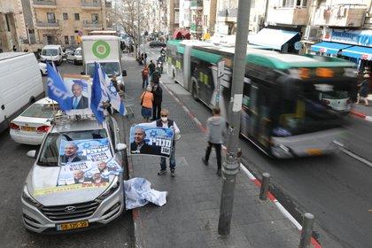 En total, 6.578.084 israelíes mayores de 18 años están invitados a votar en 13.685 colegios electorales. El día es feriado nacional y el transporte público es gratuito para que la gente pueda correr a votar. EFE / EPA / OPEN SULTAN