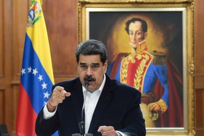 FILE PHOTO: Venezuela's President Nicolas Maduro speaks during in a meeting with the Bolivarian armed forces at Miraflores Palace in Caracas, Venezuela May 4, 2020. Picture taken May 4, 2020. Miraflores Palace/Handout via REUTERS ATTENTION EDITORS - THIS PICTURE WAS PROVIDED BY A THIRD PARTY./File Photo