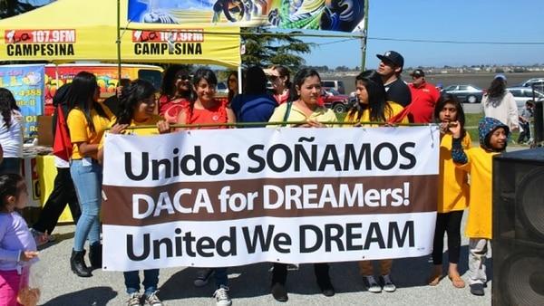 """Los demócratas buscan financiación del Gobierno para proteger a los """"dreamers"""" afectados por la derogación del DACA"""