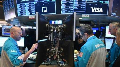 Los mercados no pueden reponerse a la reciente seguidilla de bajas (Reuters)
