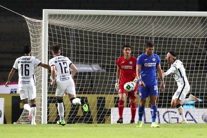 Pumas y Cruz Azul volverán a enfrentarse en jornada regular del torneo Guardianes 2021 (Foto: Reuters/Henry Romero)