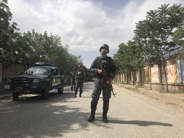 Un policía afgano en Kabul, a dos horas de Ghazni (REUTERS/Mohammad Ismail)
