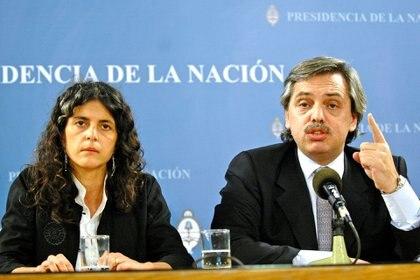 Picolotti y Alberto Fernández, cuando era jefe de Gabinete, y defendió a la entonces funcionaria (NA)