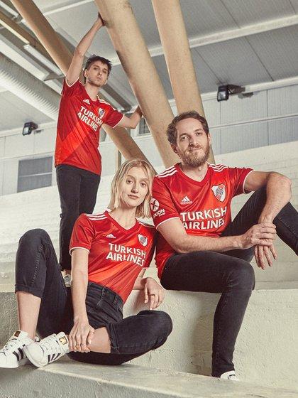 La nueva camiseta de River, que se estrenará en su próximo partido frente al San Pablo en la cancha de Independiente