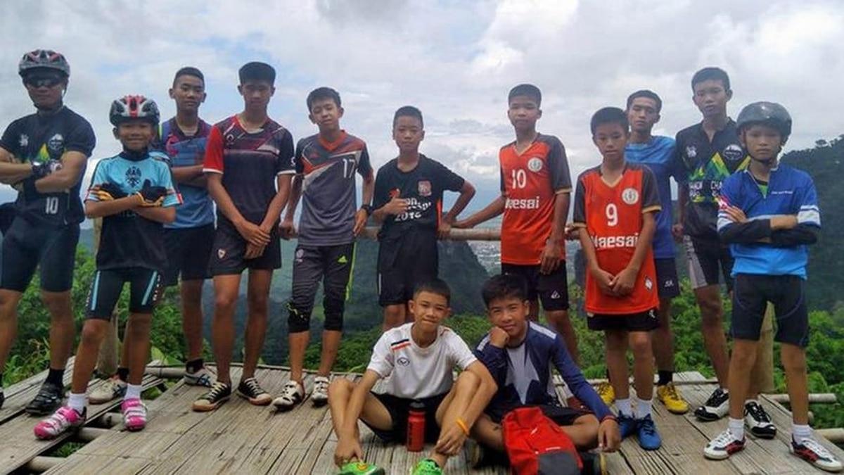 Los 12 niños futbolistas y su entrenador atrapados en la cueva de ...