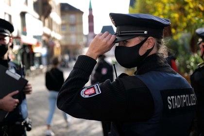 Patrulla de policía en Frankfurt, Alemania (Reuters)