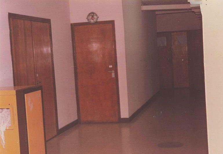 """La """"huevera"""". Así llamaban a la sala de torturas. El artefacto amarillo servía para destruir papeles; los sobrevivientes lo habían bautizado """"cocodrilo"""""""