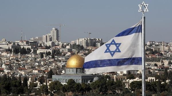 La bandera de Israel sobre Jerusalén. Foto: AFP.