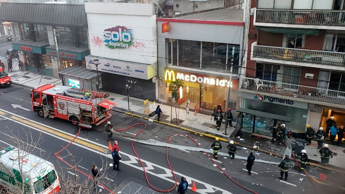 Explosión en perfumería de Villa Crespo: dos bomberos permanecen internados en terapia intensiva - Infobae