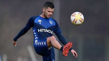 Fernando Gago se recuperó de la lesión y volvió al fútbol en el duelo que animaron Vélez y Newell´s (@velezoficial)