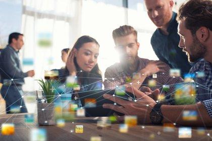 El formato de enseñanza de la era industrial ya no aplica para formar a los trabajadores del futuro (Shutterstock)