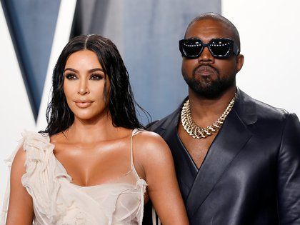 Kim Kardashian y Kanye West en la fiesta de Vanity Fair en febrero de 2020 (Reuters)