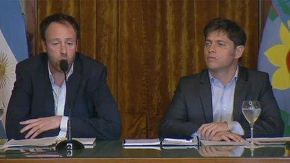 El ministro de Hacienda de la provincia, Pablo López, junto al gobernador Axel Kicillof