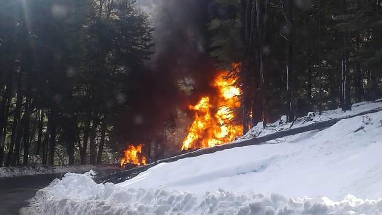 El accidente provocó el incendio del camión de YPF