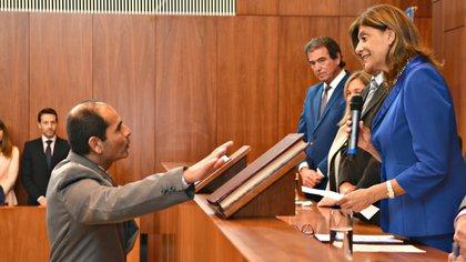 Raúl Flores al jurar como Juez de Familia y Penal de Niños y Adolescentes de La Paz