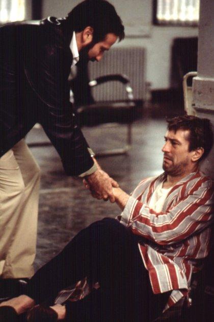 """Robin Williams y Robert De Niro en la película """"Despertares"""" (Photo by Moviestore/Shutterstock)"""