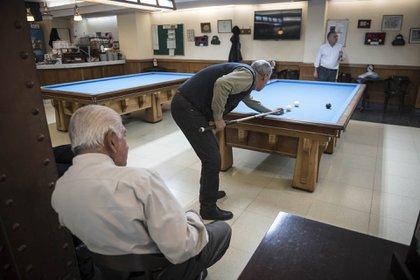 11 Mesas de Billar totalmente restauradas, 6 mesas de pool y 1 de Snooker que tienen una antigüedad de 120 años aproximadamente.